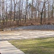Driveway and retaining wall poured and finished by Terrill Concrete St. Louis